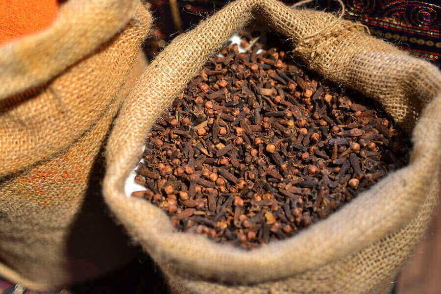Essential Oils Care - Clove Oil Aromatherapy